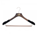 WOOD HANGERS WITH ROLLBAR